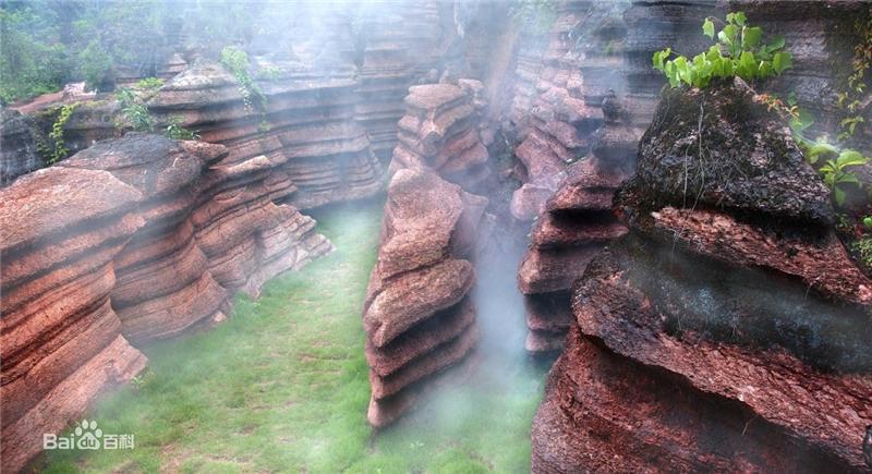 恍若仙境 杨家河村红石林风景区